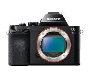 Sony E-tyypin α7-kamera, jossa täyden koon kenno